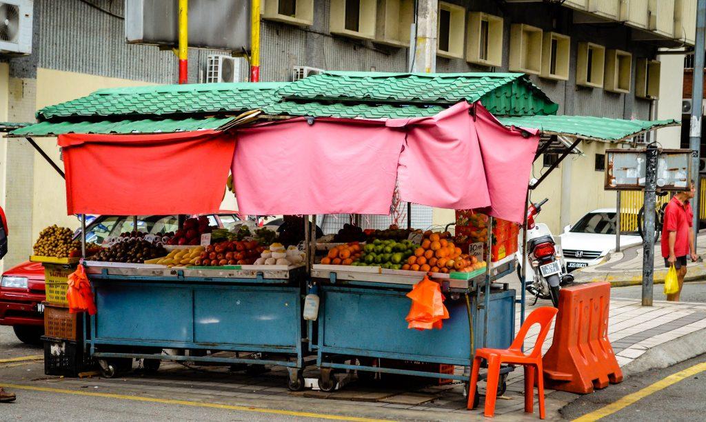 Früchte auf einem Straßenstand