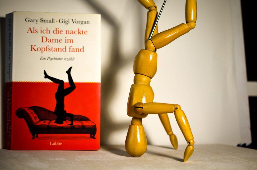 Als ich die nackte Dame im Kopfstand fand - ein Buch über Psychologie. Die Rezension auf www.nixzulesen.de