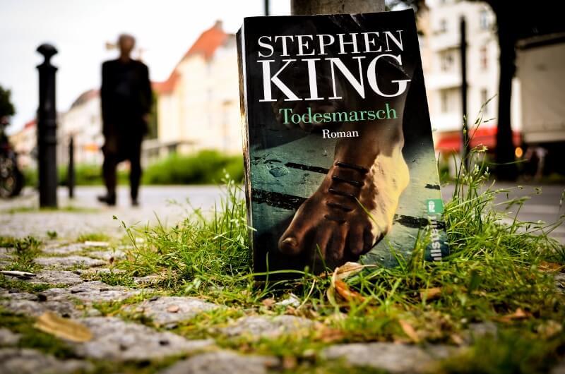 Der Todesmarsch von Stephen King. Rezension auf www.nixzulesen.de