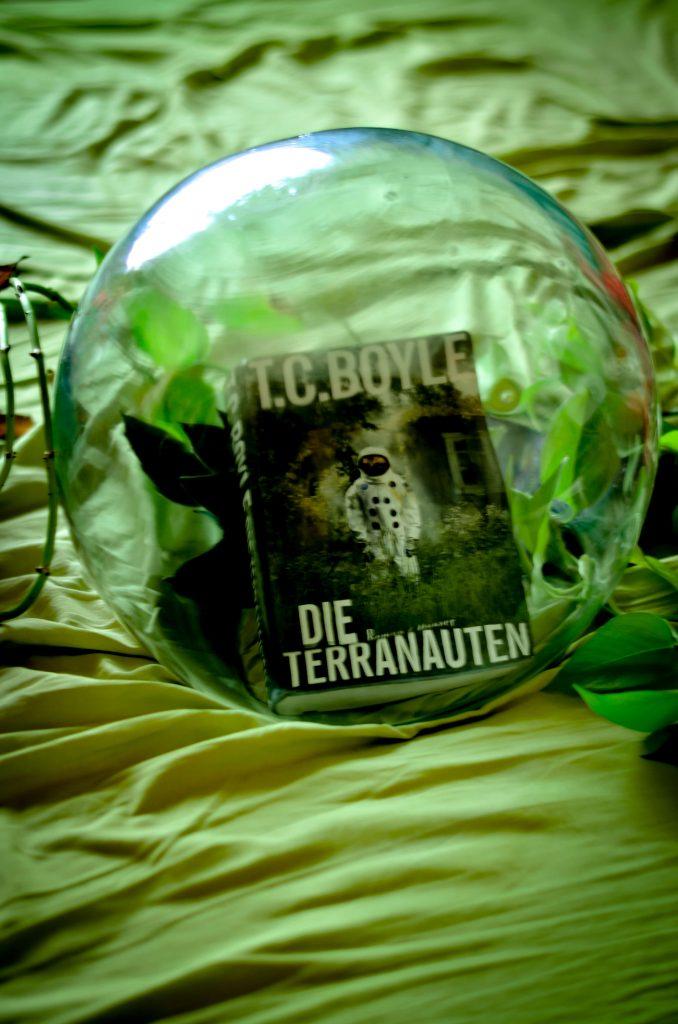 """T.C. Boyles Roman """"Die Terranauten"""" - lest die Rezension auf www.nixzulesen.de"""